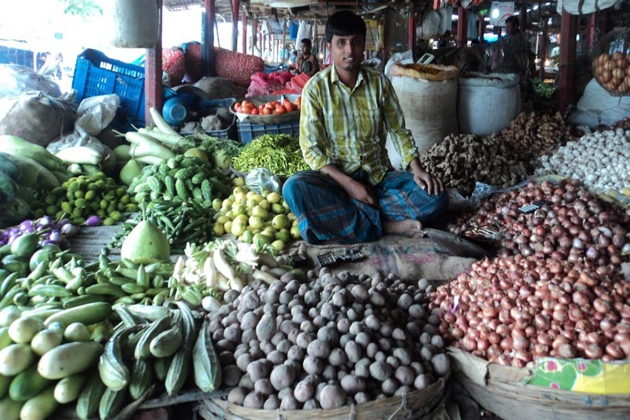 A partial view of a local kitchen market in Joypurhat. The photo was taken on Sunday. — FE Photo