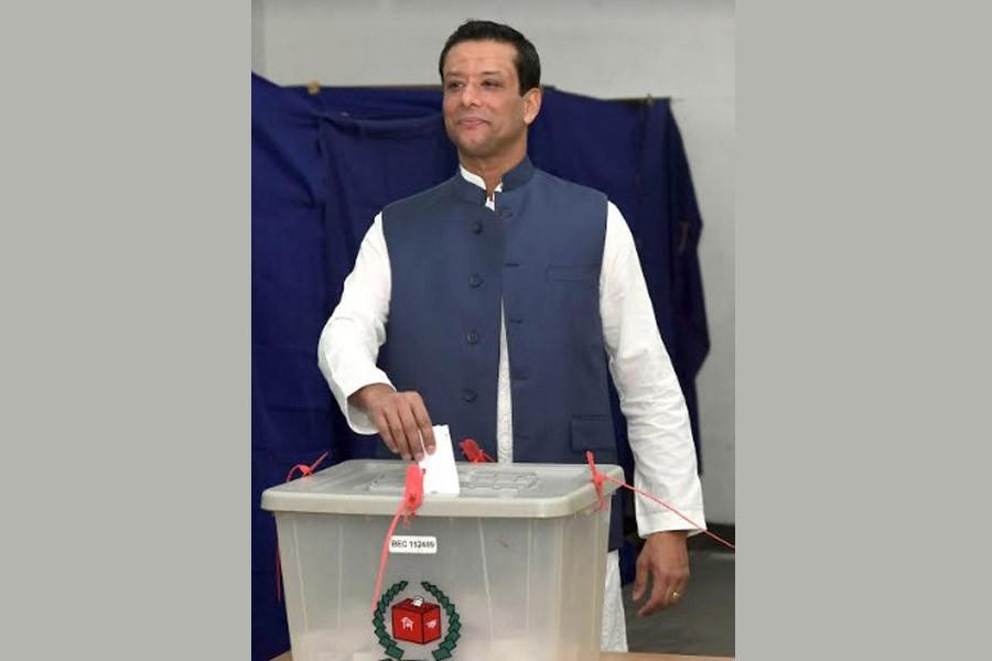 Joy casts vote at City College centre