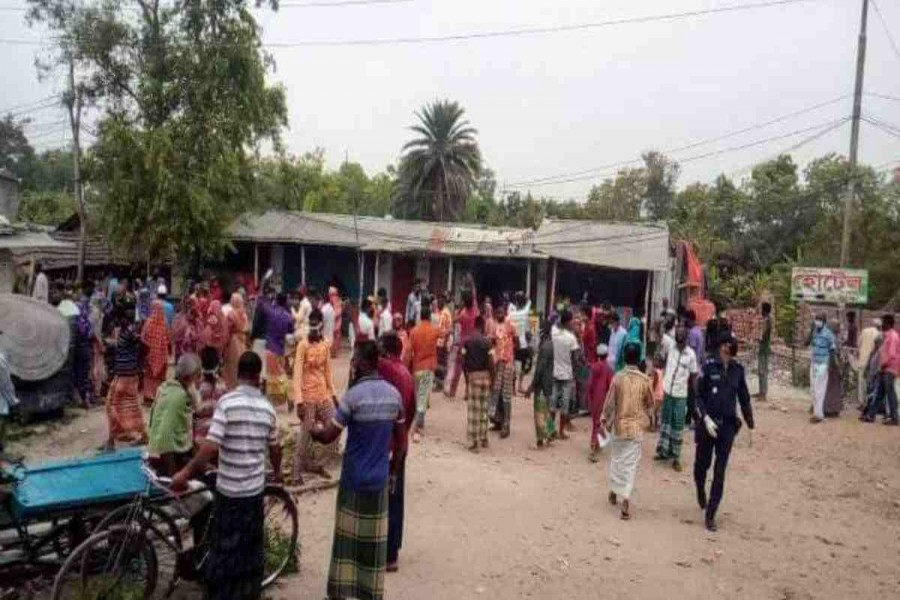 Poor people stage demonstrations for relief in Satkhira