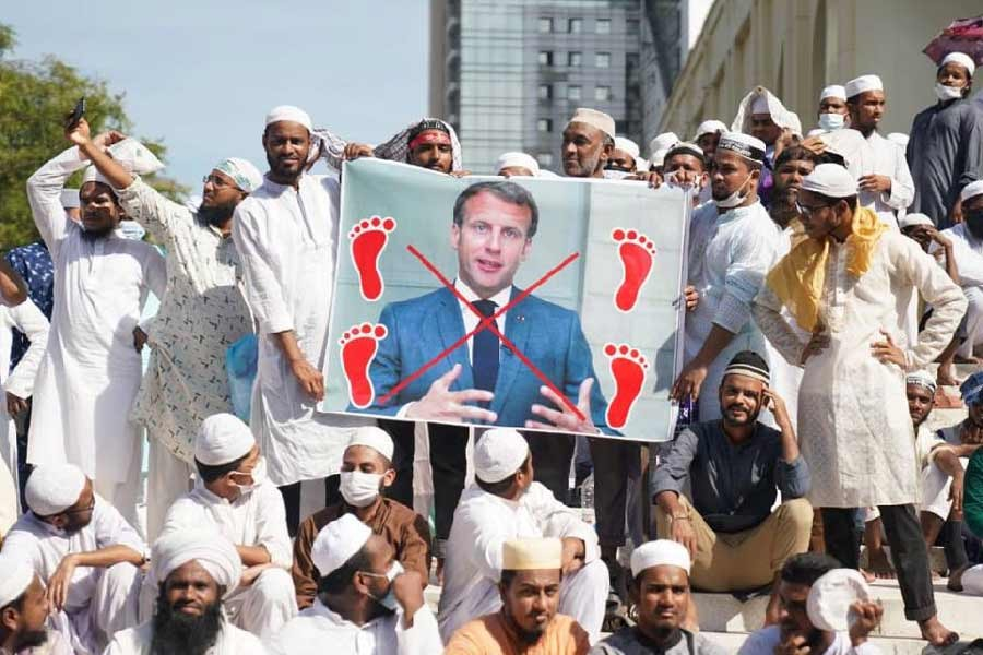 Islamist parties stage rally to protest Macron's remarks