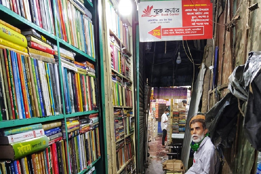 Chand Mia in his bookshop. Courtesy: Pashey Achhi Initiative Facebook page