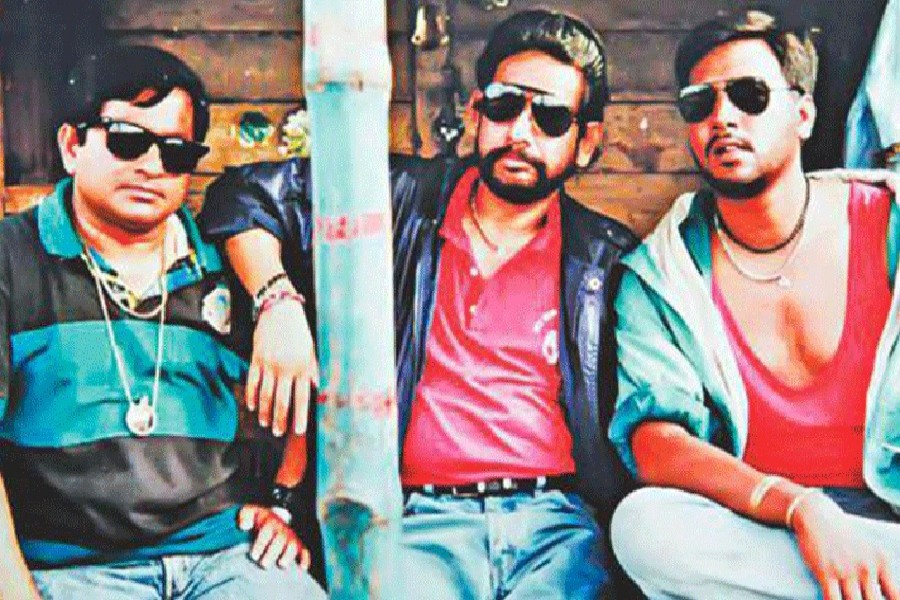 Photo shows Baker Bhai, the lead character in Kothao Keo Nei, portrayed by Asaduzzaman Noor, middle, in a scene of the popular drama serial written by Humayun Ahmed — UNB