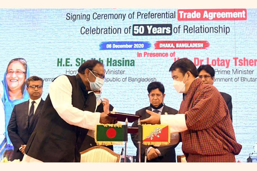 Bangladesh Commerce Minister Tipu Munshi and Bhutanese Economic Affairs Minister Lyonpo Loknath Sharma exchanging PTA document on behalf of their respective countries on December 6, 2020—- BSS photo
