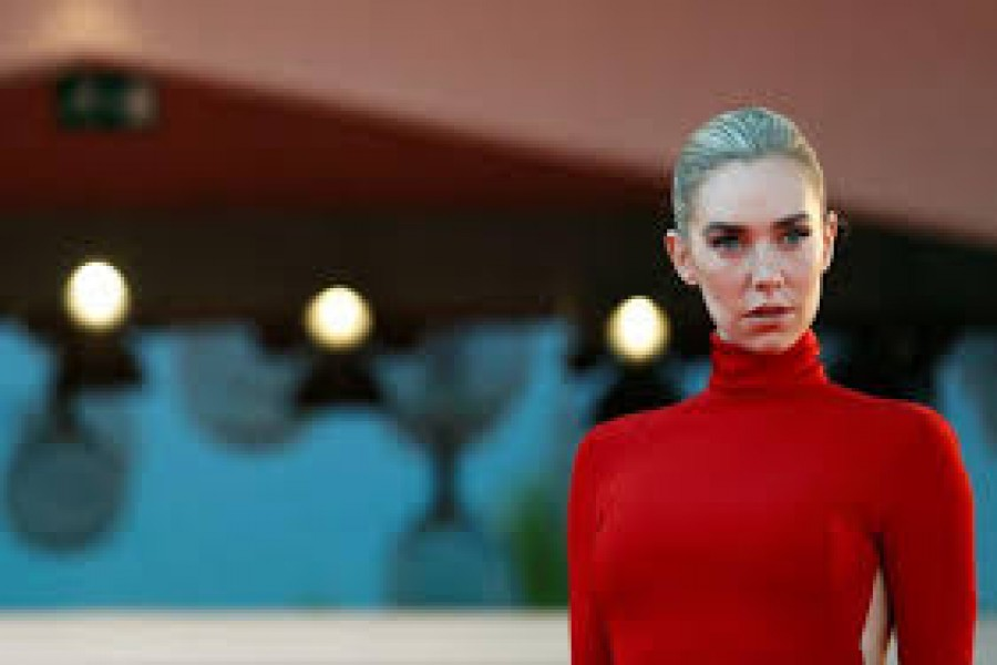 "The 77th Venice Film Festival - Screening of the film ""Pieces of a Woman"" in competition - Red Carpet Arrivals - Venice, Italy, September 5, 2020 - Actor Vanessa Kirby poses. Reuters"