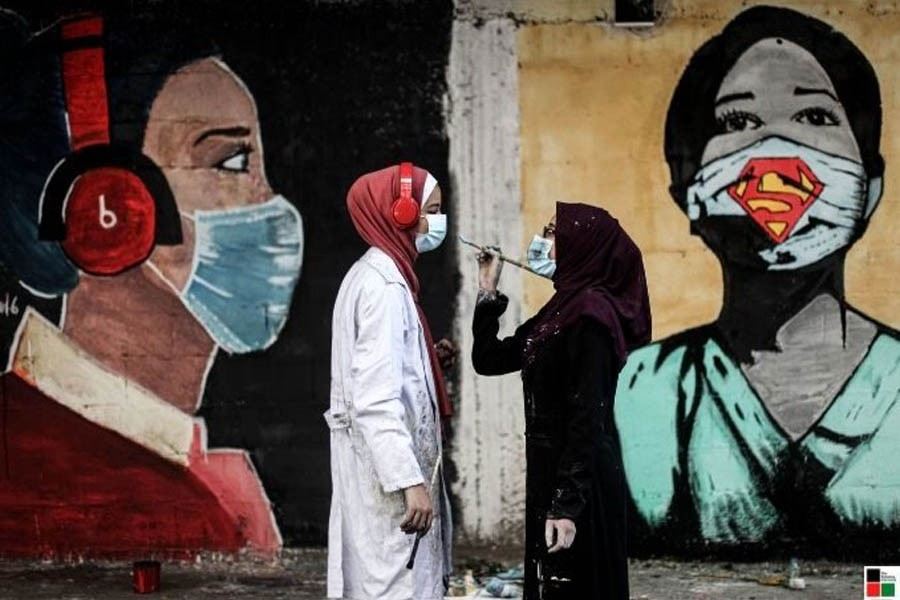 Palestinian artists paint large on Gaza city walls to raise awareness of the importance of wearing the mask as a prevention tool against the Covid-19  —The Palestine Chronicle
