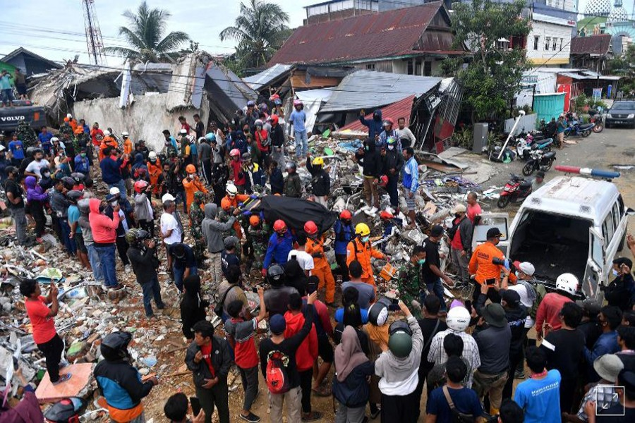 Aftershock jolts Indonesia quake zone as rescuers hunt for survivors
