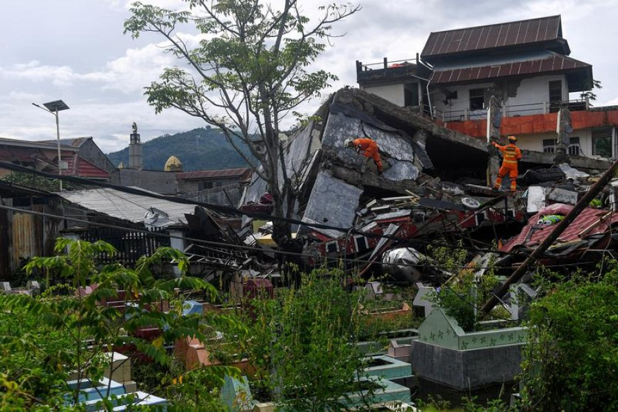Search and rescue personnel inspect a collapsed building following an earthquake in Mamuju, West Sulawesi province, Indonesia, January 16, 2021 —Antara Foto via Reuters