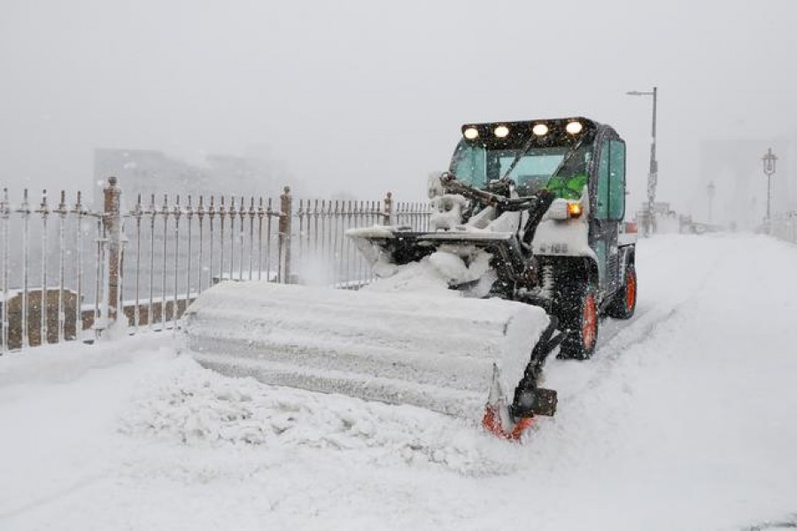 A snowplow removes snow from the walking path of the Brooklyn Bridge during a snow storm, amid the coronavirus disease (COVID-19) pandemic, in New York City, New York, U.S., February 1, 2021. REUTERS/Brendan McDermid