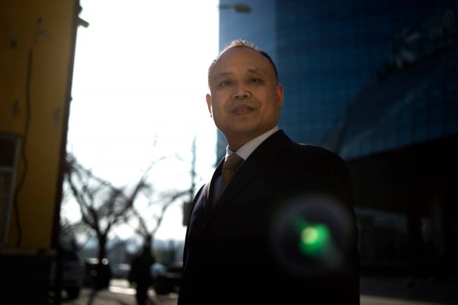 Jailed Chinese lawyer wins human rights award