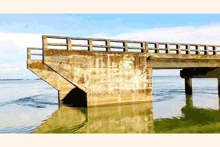 Four such bridges on a road in Dharmapasha upazila in Sunamganj have been lying unused for years — FE Photo