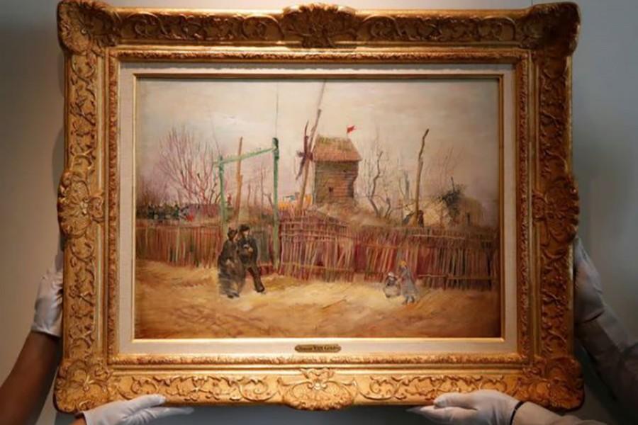 Van Gogh's 'Street scene in Montmartre' goes under hammer