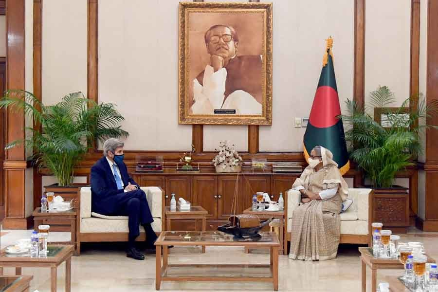 Visiting Special US Presidential Envoy for Climate John Kerry meeting Prime Minister Sheikh Hasina at Ganabhaban in Dhaka on Friday -PID Photo