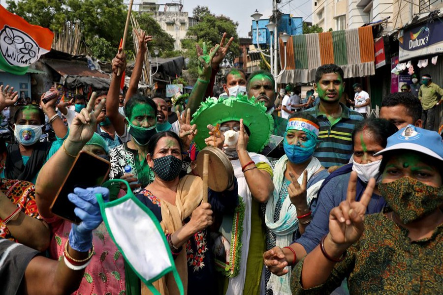 Supporters of Chief Minister of West Bengal state and the Chief of Trinamool Congress (TMC) Mamata Banerjee celebrate after the initial poll results, amidst the spread of the coronavirus disease (Covid-19), in Kolkata, India on May 2, 2021 — Reuters photo