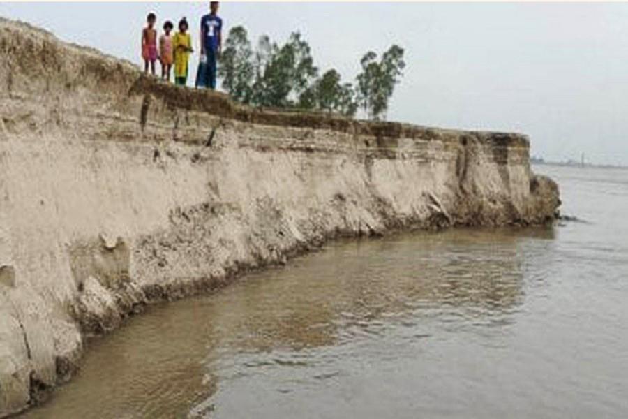 Photo shows part of Arkandi village under Shahjatpur upazila in Sirajganj devoured by the Jamuna river — FE Photo