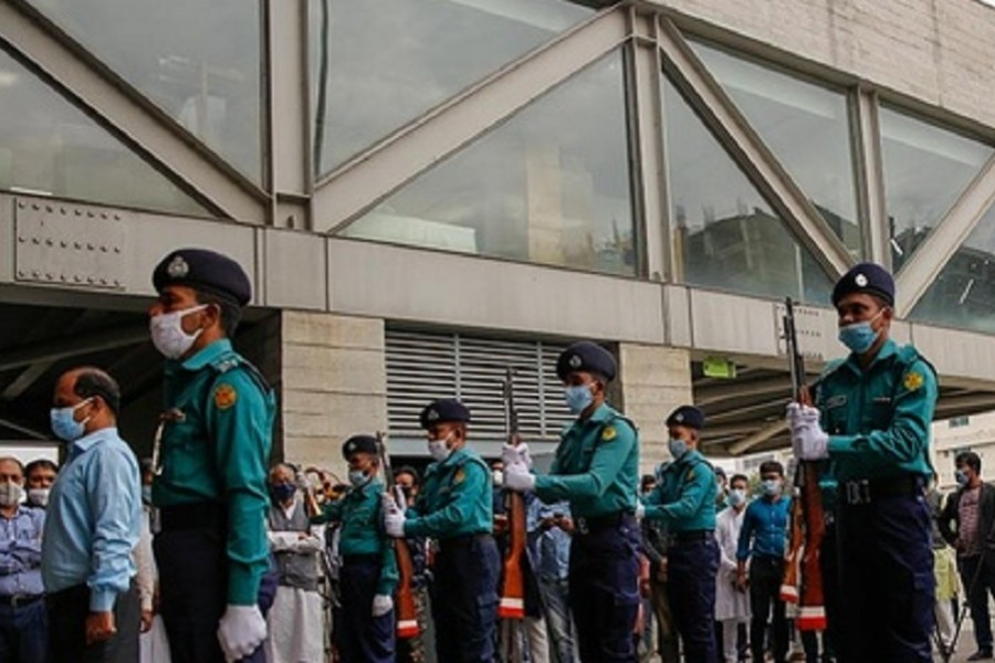 Govt to look into proposal to bar female officials from guard of honour