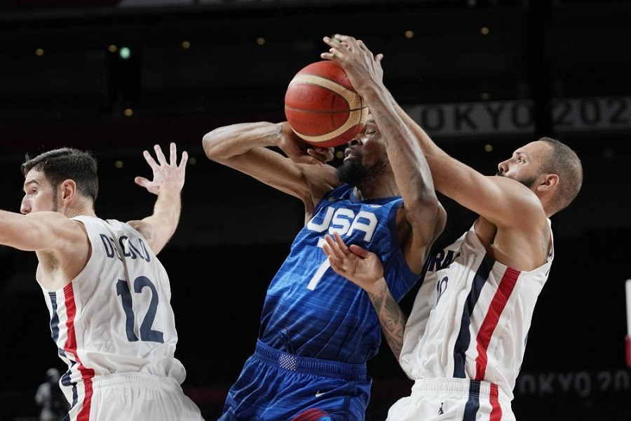 United States' forward Kevin Durant (7) and France's Evan Fournier, right, fight for control of the ball during a men's basketball preliminary round game at the 2020 Summer Olympics, Sunday, July 25, 2021, in Saitama, Japan — AP Photo/Eric Gay