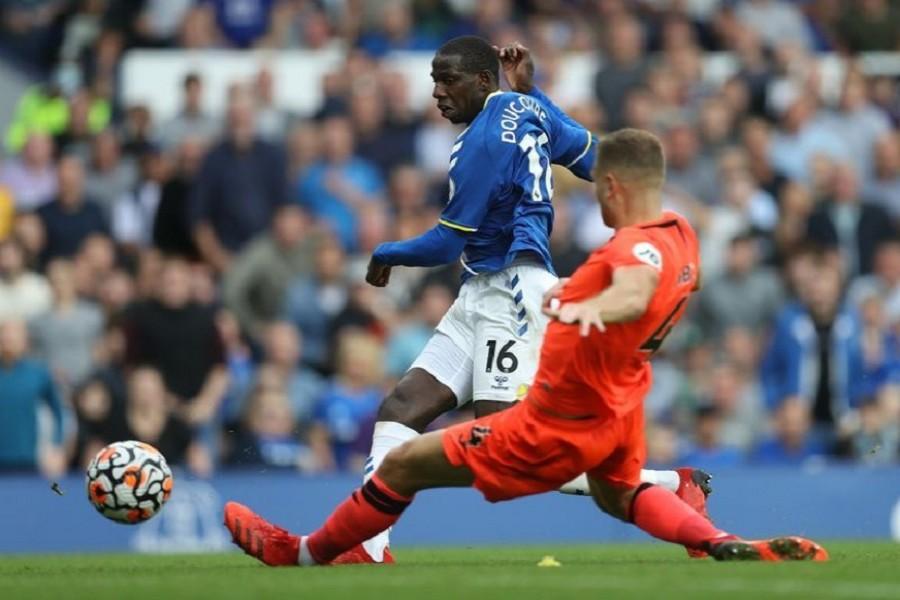 Everton condemn Norwich to 6th straight defeat