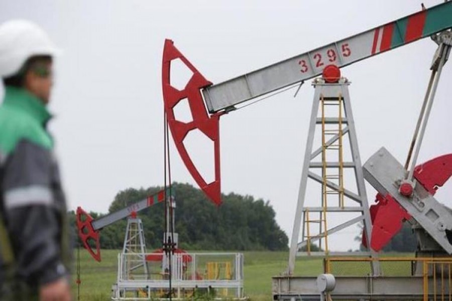 Oil prices rise on inventory drop