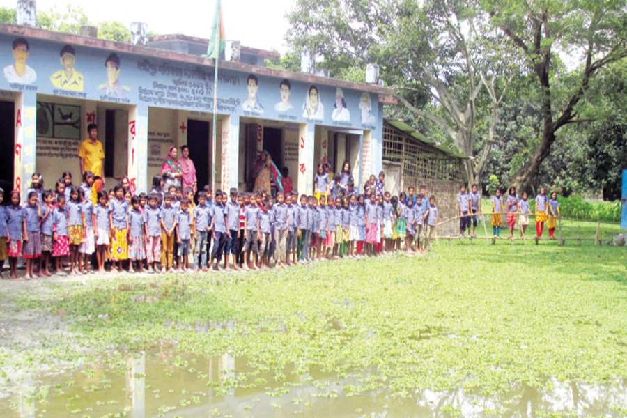 Students of Laxmipur Shantirbazar Government Primary School have been suffering from water stagnation for five months in Chirirbandor upazila of Dinajpur. —  FE Photo