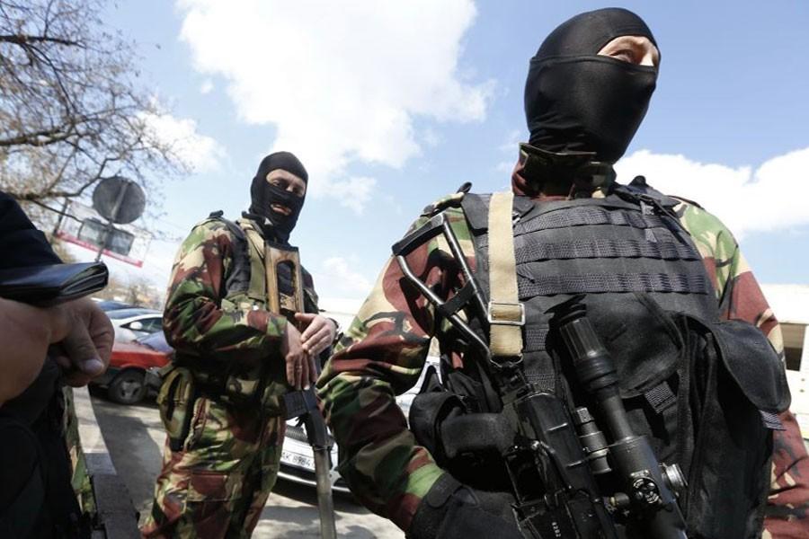 Russian soldiers guard the center of Simferopol, Crimea, March 27, 2014. (AP)