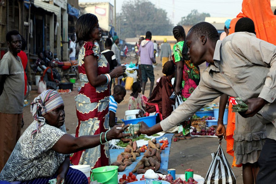 South Sudanese civilians conduct business at the market in Yei, southwest of the capital Juba, South Sudan January 1, 2017. (Reuters photo)