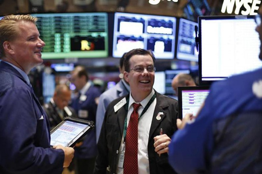 US stocks end mixed, Dow rises