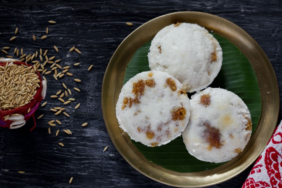 As winter sets in, Bhapa Pitha gets popularity among commoners of Rajshahi city