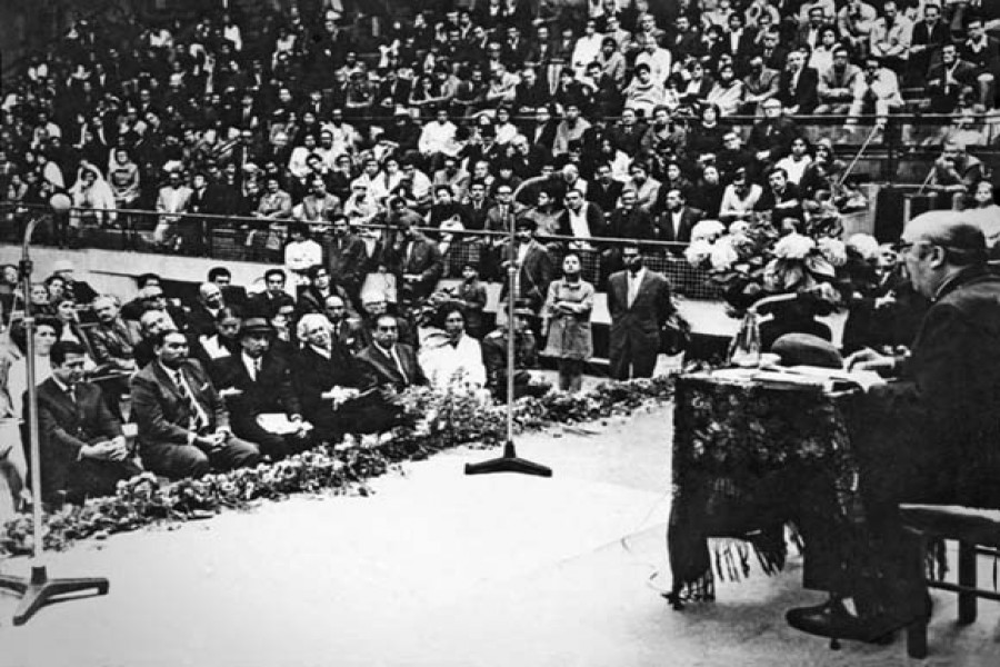 Pablo Neruda in a poetry recital at Valparaiso, Chile in 1971