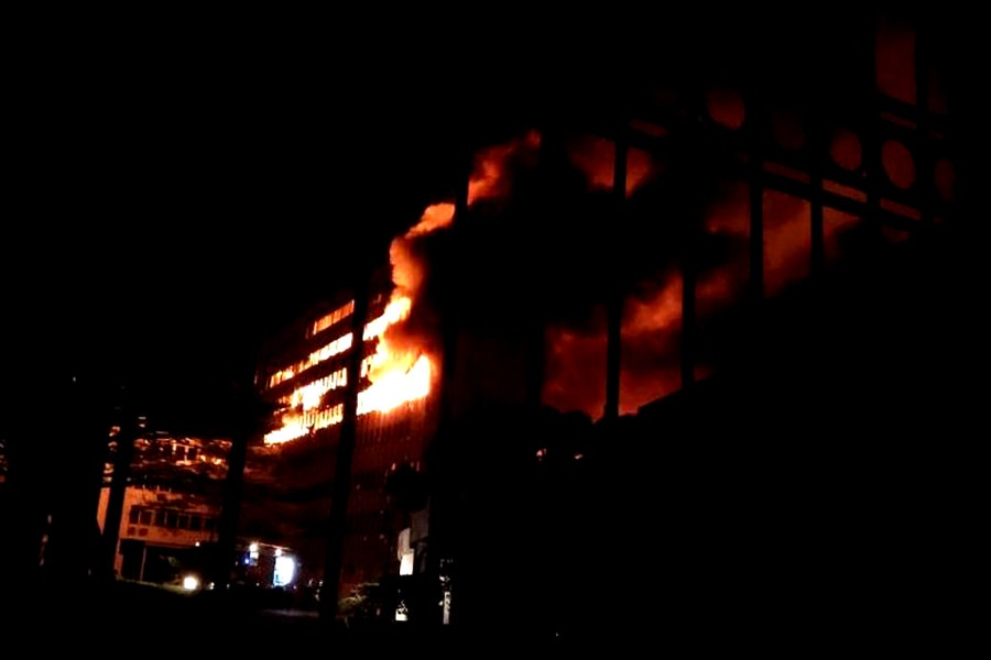 Fire at Cameroon parliament building