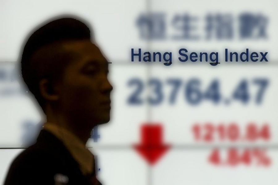 HK shares slip, led by tech firms