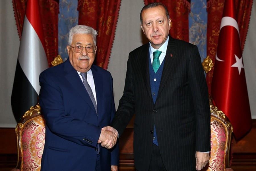 Palestinian President Mahmoud Abbas meets with Turkish President Tayyip Erdogan in Istanbul, Turkey, Dec 12, 2017. Kayhan Ozer/Presidential Palace/Handout via Reuters