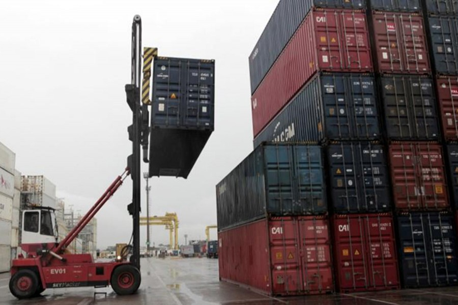 Workers load containers onto trucks from a cargo ship at a port in Jaragua do Sul, Santa Catarina state, Brazil, October 22, 2015. - Reuters file photo