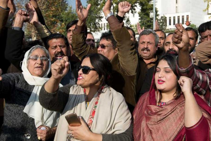 Supporters of Pakistan's ousted Prime Minister Nawaz Sharif shout slogans against famous cricketer-turned opposition leader Imran Khan, outside the Supreme Court in Islamabad, Pakistan, Friday, Dec. 15, 2017 . - AP photo