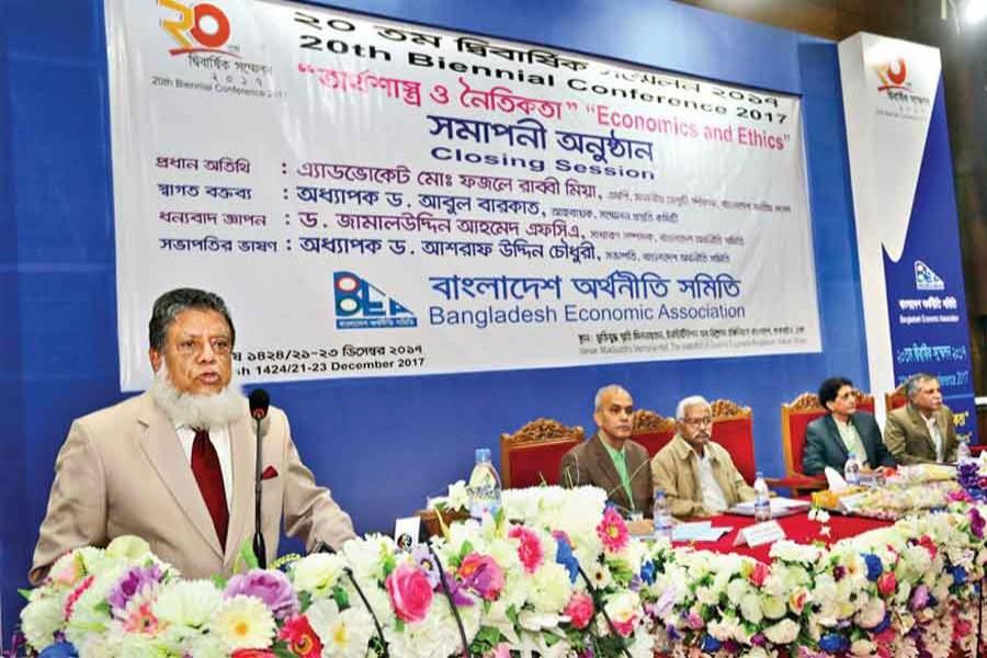 Deputy Speaker of Jatiya Sangsad Advocate Md Fazle Rabbi addresses the concluding session of the 20th Biennial Conference 2017 of Bangladesh Economic Association in Dhaka on Saturday. — FE photo