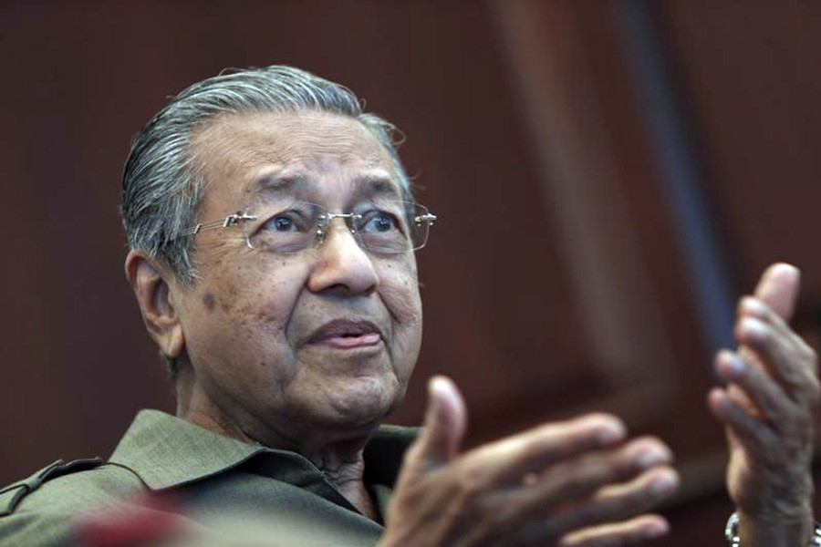 Mahathir apologises for past mistakes
