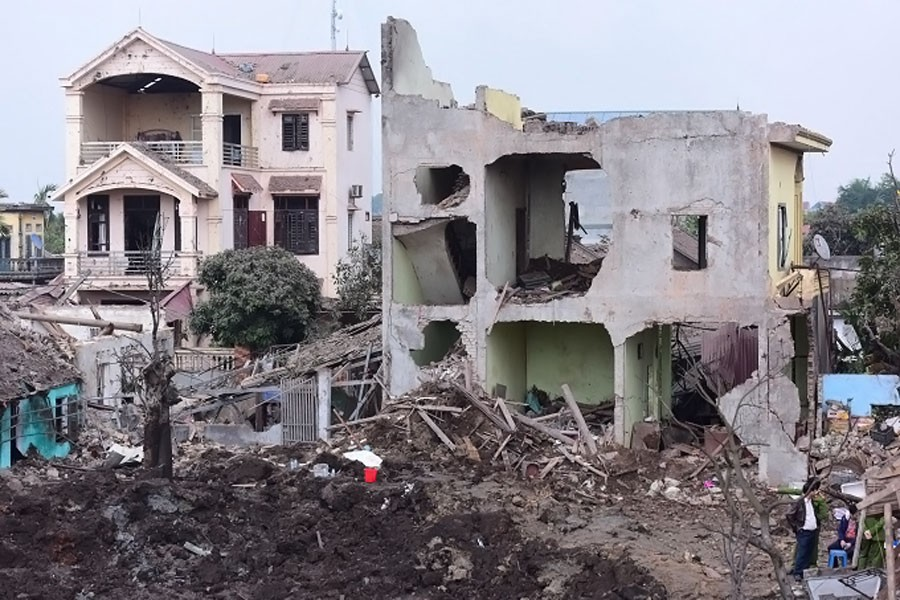 Many houses have been unroofed as a result of the explosion. (Photo by VnExpress)