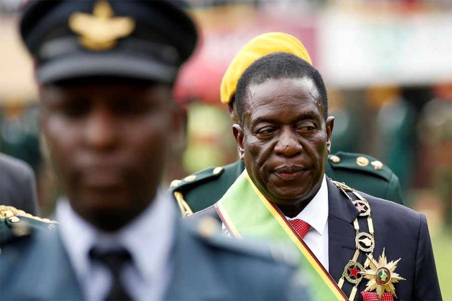 Emmerson Mnangagwa walks after he was sworn in as Zimbabwe's president in Harare, Zimbabwe, November 24, 2017. (REUTERS)