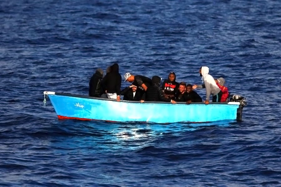 Eight migrants drown after dinghy sinks off Libya coast