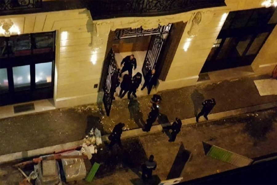 A general view of the scene after axe-wielding robbers stole jewellery on Wednesday from a store in the famed Ritz Paris hotel in Paris, January 10, 2018. Reuters
