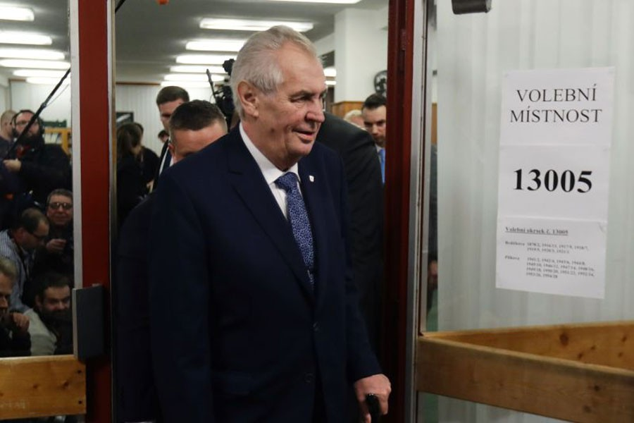 Czech President Milos Zeman arrives to cast a vote during the country's direct presidential election at a polling station in Prague, the Czech Republic January 12, 2018. (Reuters)