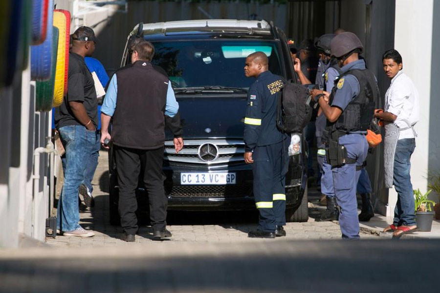 Police raid the home of the Gupta family, friends of President Jacob Zuma, in Johannesburg, South Africa, February 14, 2018. (REUTERS)