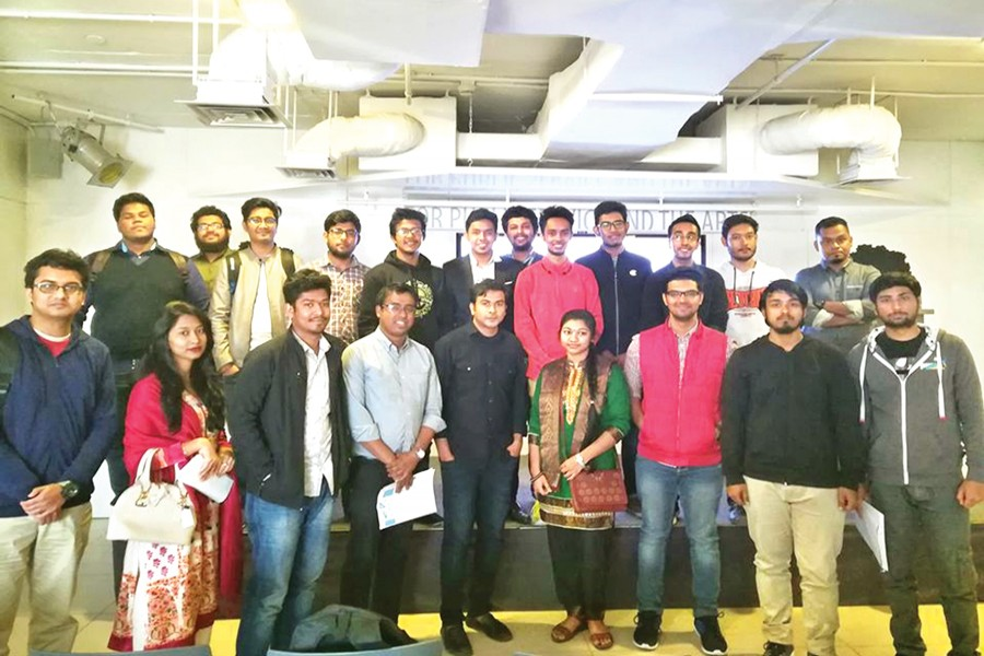 Young Sustainable Impact (YSI) Bangladesh team with the  participants of the workshop 'Road to be a Megapreneur' at EMK Centre, Dhanmondi, Dhaka