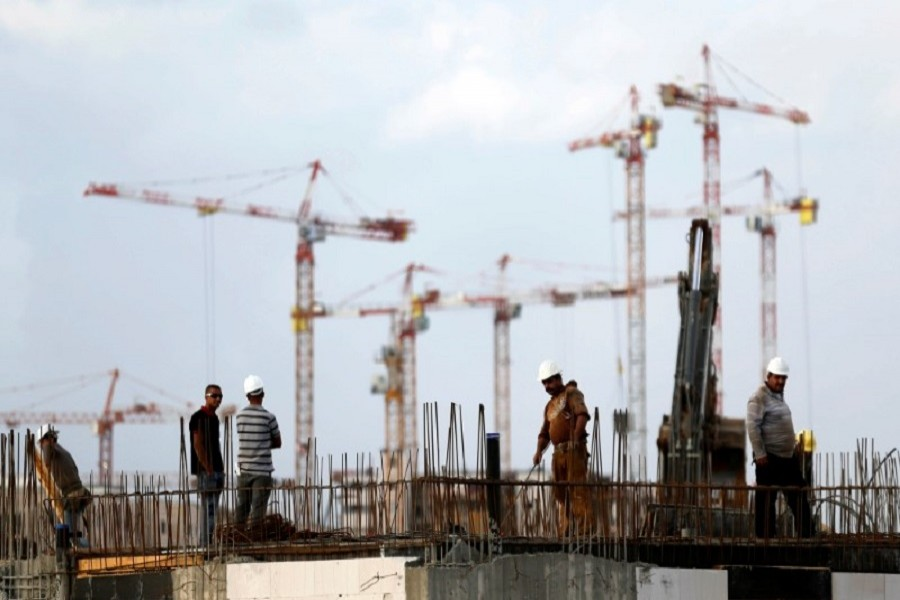 Labourers work at a construction site in the new neighbourhood of Carmei Gat in the southern Israeli city of Kiryat Gat November 1, 2016. Reuters/Files