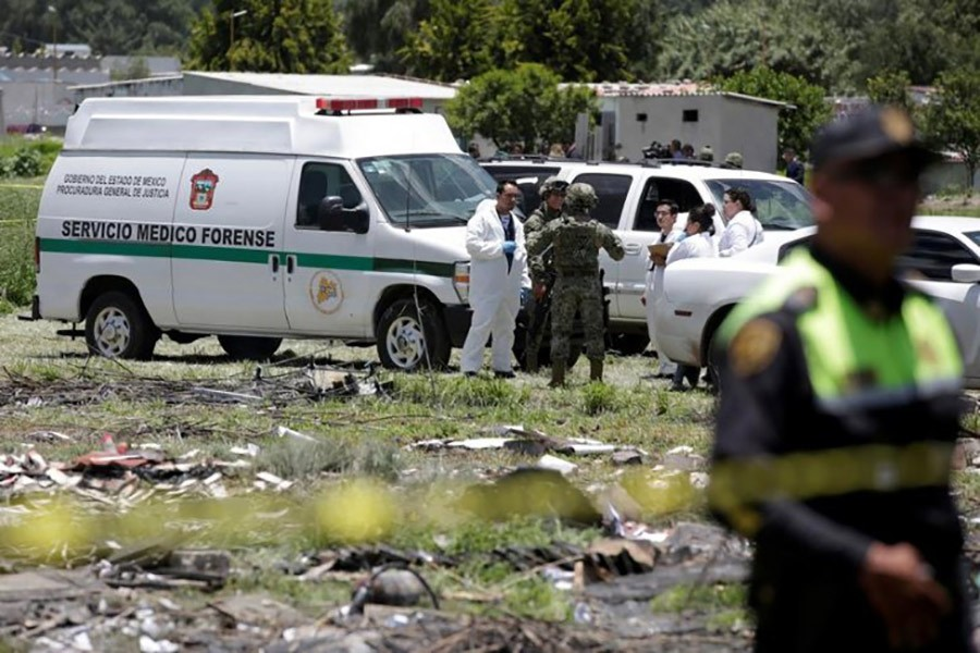 Forensic technicians chat with soldiers near a site damaged due to fireworks explosions in the municipality of Tultepec, on the outskirts of Mexico City, Mexico on Thursday - Reuters photo