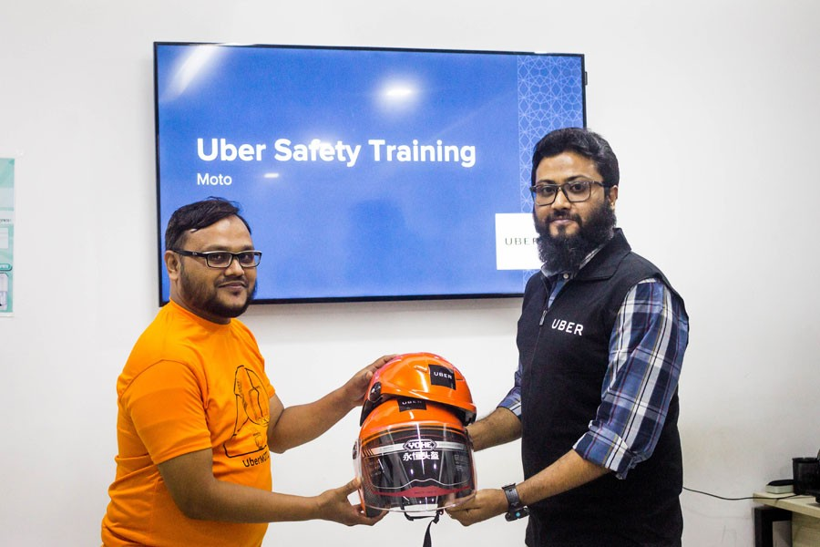 Uber starts distributing safety packs to UberMOTO driver