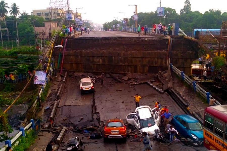 Flyover collapses in Kolkata, five dead and several trapped
