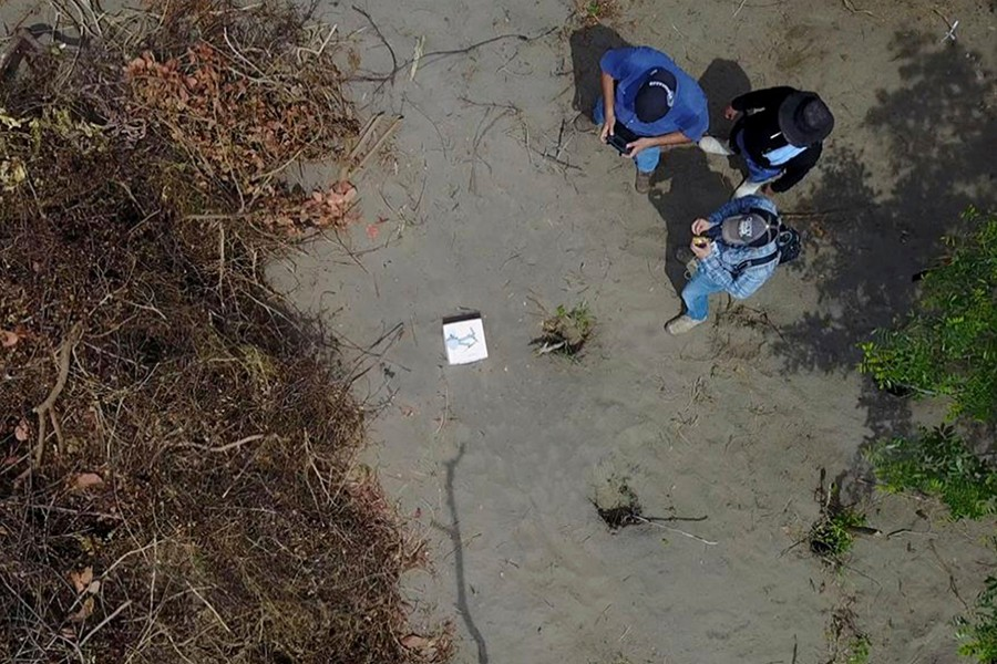 In this undated photo provided by the Veracruz State Prosecutor's Office shows workers at the site of clandestine burial pits in the Gulf coast state of Veracruz, Mexico — AP photo