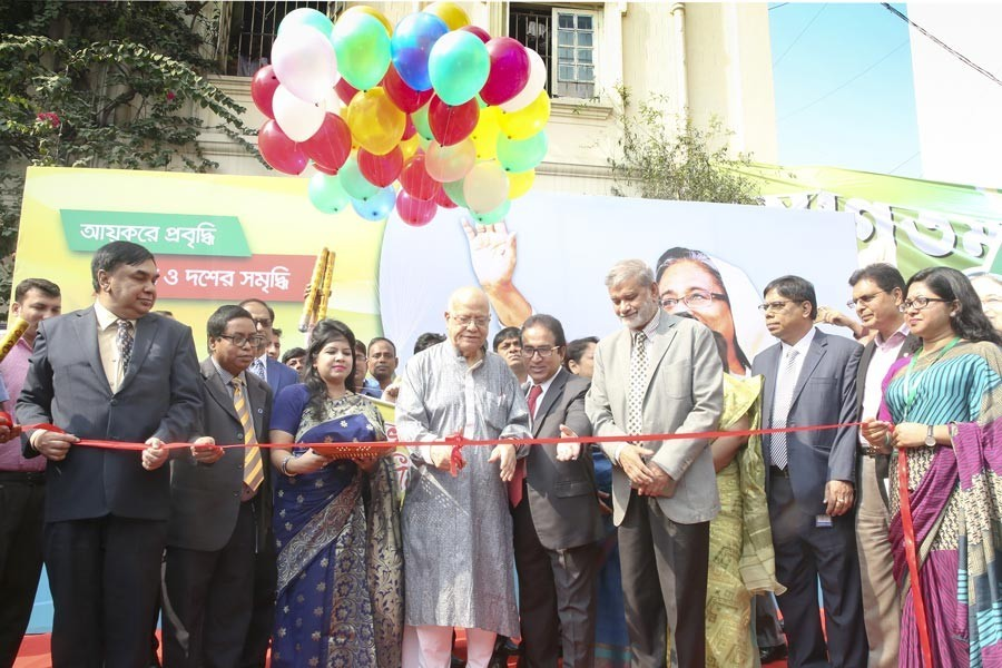 Finance Minister Abul Maal Abdul Muhith inaugurating the seven-day Income Tax Fair at Officers Club in the city on Tuesday — FE photo