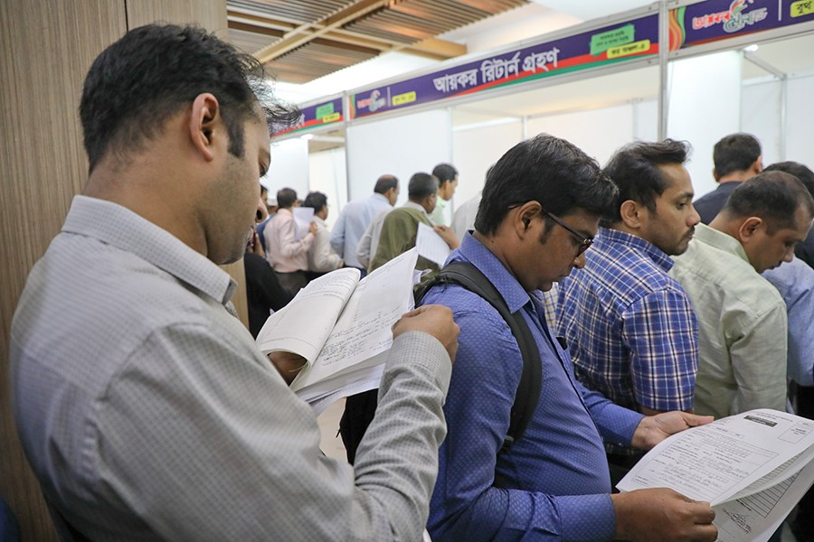 Taxpayers seen in the e-payment booths in one of the fair venues in Dhaka — FE photo