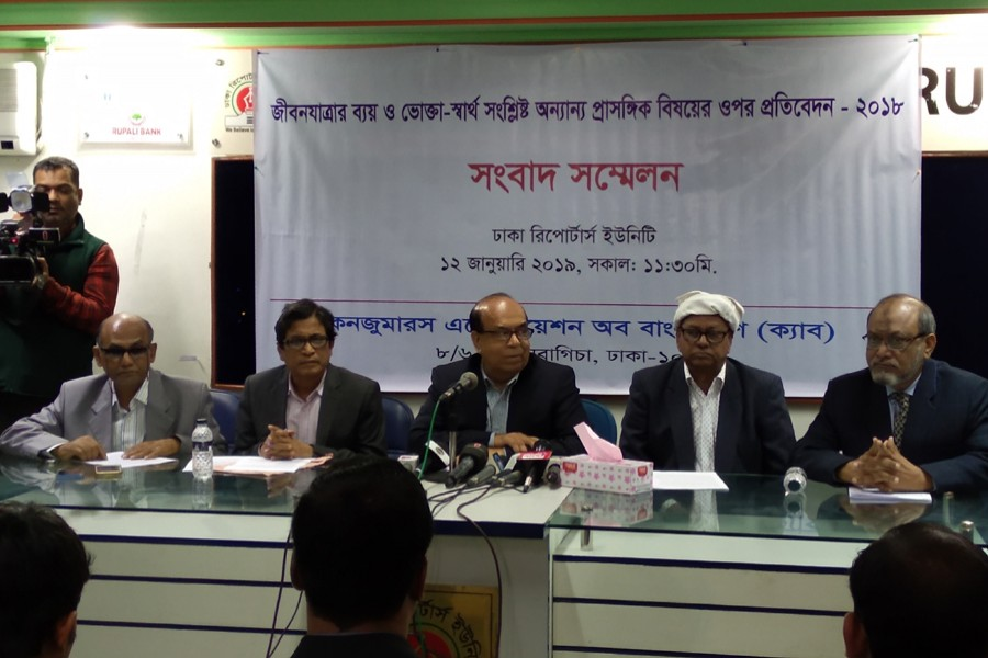 Consumers Association of Bangladesh President Ghulam Rahman presents a study on 'the condition of cost of living and consumers' interest related other issues' at Dhaka Reporters Unity in Dhaka city on Saturday. FE Photo